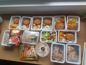 segíteni jó enni adok dobozok